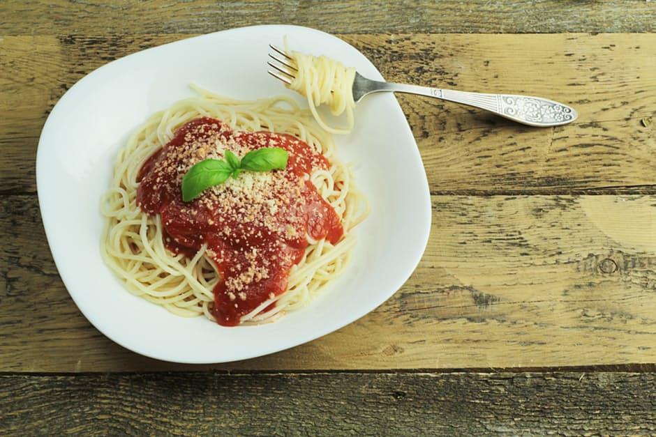 Spaghetti, tomato sauce and basil, yum!