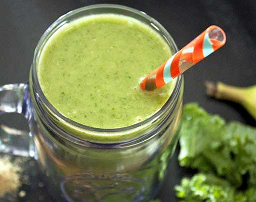 Green vegetable and banana smoothie