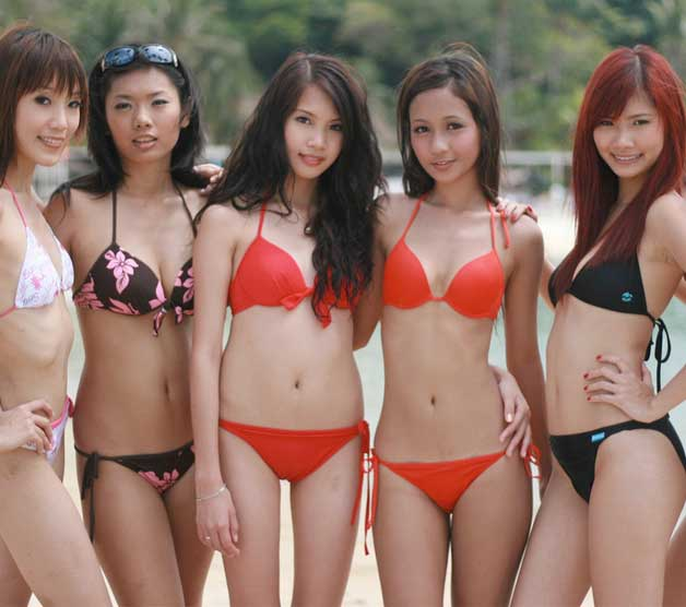 thin models in the beach posing