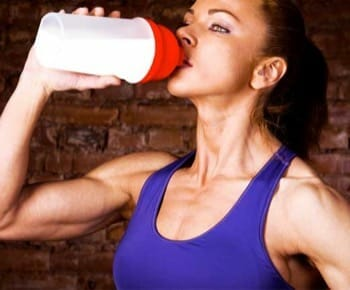 fit woman drinking creatine