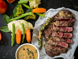 steak with vegies and sauce