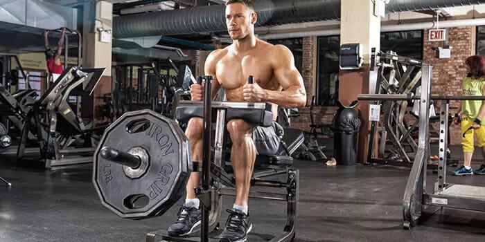shirtless-man-at-the-gym