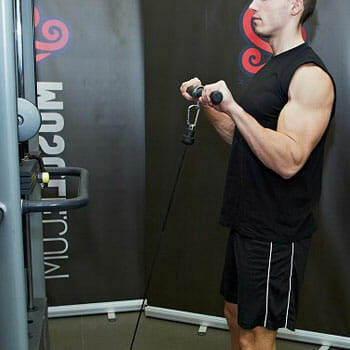man doing cable curls