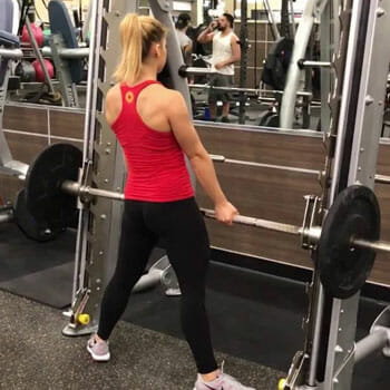 girl in the gym doing romanian deadlifts