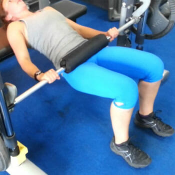 woman doing smith machine hip thrusts