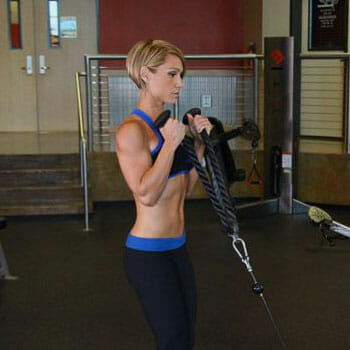 woman doing Rope Hammer Curls