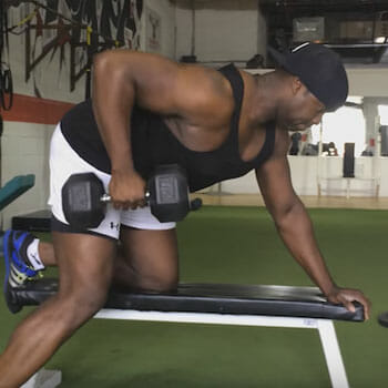 man doing single arm dumbell rows