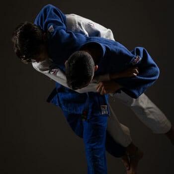 men doing judo getting close technique