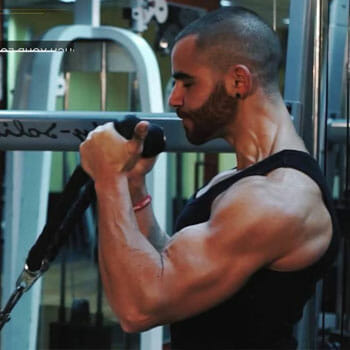 man doing cable hammer curls