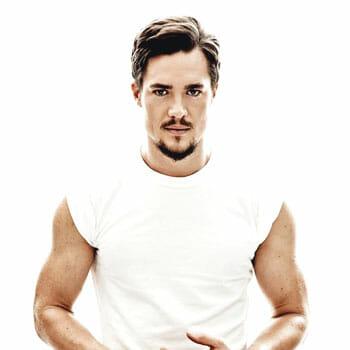 alexander dreymon wearing a white shirt