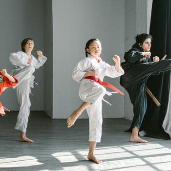 teens learning martial arts