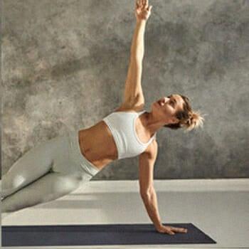 Woman doing rotating side planks